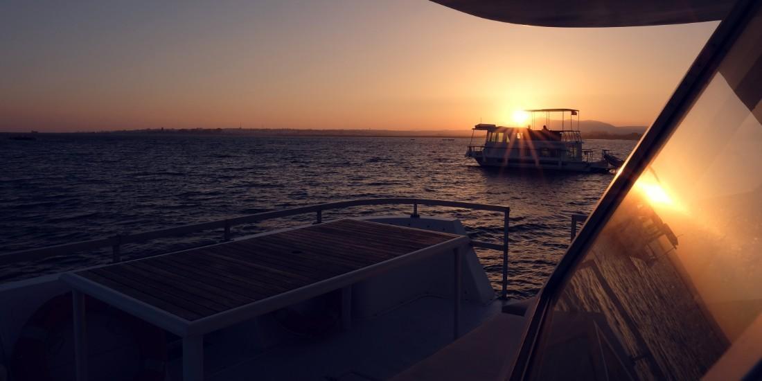 Barco casa Pôr do Sol